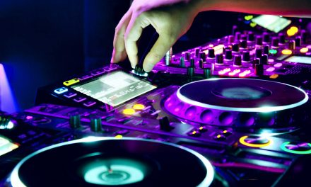 How to be a DJ and Mix Music