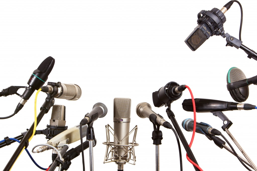 what is the best microphone for podcasting. Black Bedroom Furniture Sets. Home Design Ideas
