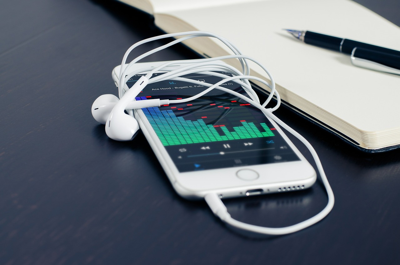 Podcast Music Licensing – A Comparison of Royalty-Free Music Sites for Podcasters