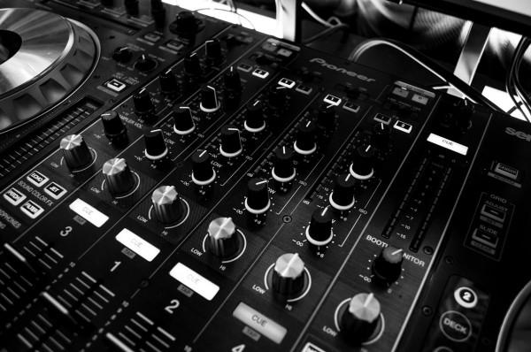 Free dj drops deep tech house for Tech house music