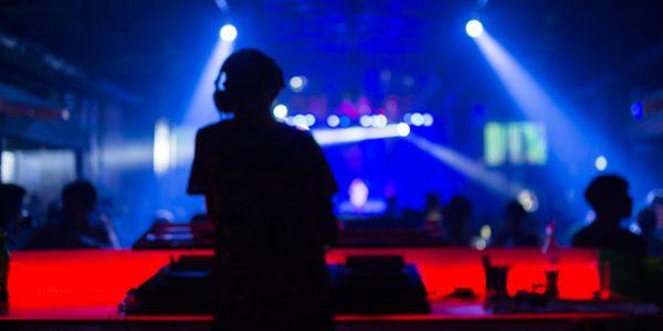 live DJ show